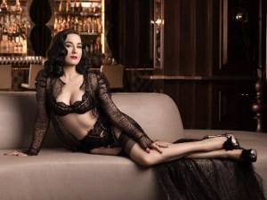 Siempre es divino observar a Dita Von Teese elegantemente sensual (FOTOS)
