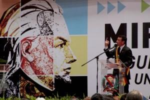 Capriles dijo que si Chávez puede firmar decretos, que aparezca