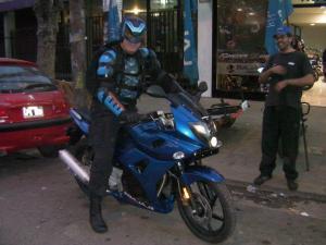 """Arrestaron al superhéroe de Argentina, """"Menganno"""""""