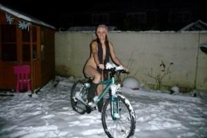 Posar desnudo en la nieve es la nueva moda (Fotos)