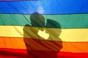 Los homosexuales que muestran su orientación sufren menos estrés, según estudio