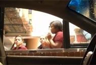 Geniales reacciones causó el fantasma que come McDonalds