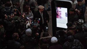 Con este iPhone gigante le rinden homenaje a Steve Jobs