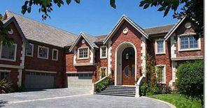 Podrían poner en venta mansión de Jenni Rivera