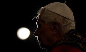 """El papa podría haber renunciado tras conocer el informe """"Vatileaks"""""""