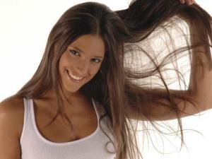 Quieres un cabello sano y brillante… acá tienes este tip