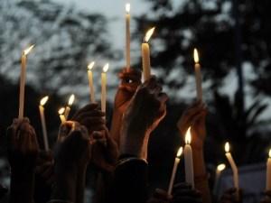 Cientos de personas despiden a víctima de la violación colectiva en Sudáfrica