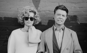David Bowie enfrenta al pasado y a la fama con Tilda Swinton (VIDEO)