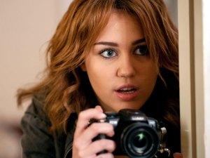 Prometido de Miley Cyrus le monta los cuernos