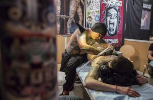 El tatuaje se instala en París (Fotos)