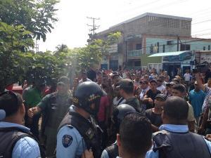 Policías y obreros se enfrentan en obra de la Misión Vivienda en Aragua