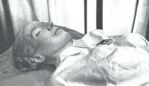 La macabra historia del cadáver embalsamado de Evita