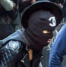 Entérate quién es el famoso que sale vestido de malandro a la calle (Foto+terrible)