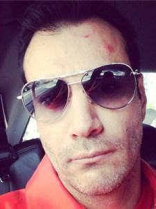 Enrique Iglesias casi le parte la cabeza a un actor (Foto)