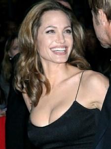 Angelina Jolie: No me siento menos mujer