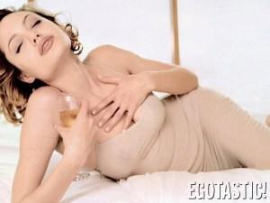 Nos despedimos de los cocos naturales de Angelina Jolie con esta recopilación topless