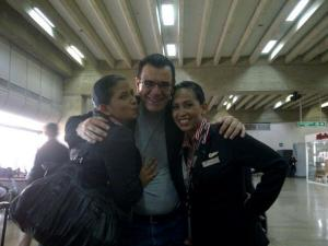 Miren el abrazo de estas mujeres a Laureano Márquez (Foto)