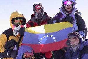 Montañistas venezolanos alcanzaron cima de montaña canadiense