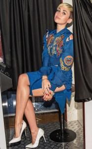 Miley Cyrus vuelve a sorprender con su look (FOTO)
