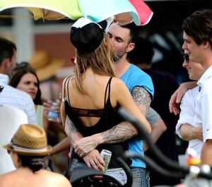 Adam Levine se compromete con esta sexy angelita de Victoria's Secret