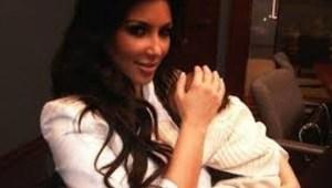 La primera imagen de Kim Kardashian con su bebé