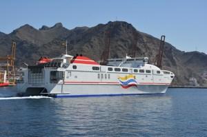"""El ferry """"Virgen del Valle II"""" en el puerto de Tenerife (fotos inéditas)"""