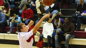 Estudiante sin brazo recibió oferta del baloncesto profesional (Video)