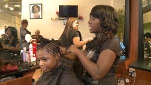 El negocio del cabello importado (Video)