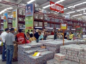 Sumat realiza operativo en Makro La Yaguara