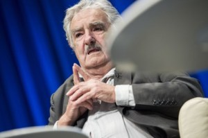 Mujica participará en homenaje a Chávez antes de asistir a cumbre de Mercosur