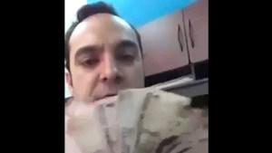 A lo Rosinés: Funcionario mexicano publica un video abanicándose con dinero