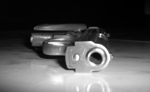 Lo asesinan de un tiro en la cabeza mientras hacía la cola en un banco (corregida)