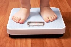 Niños que toman antibióticos antes de dos años pueden volverse obesos
