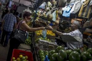 """Barineses se la ven RUDA: Casi cuatro millones deben tener para comprar """"lo necesario"""" #3Ago"""