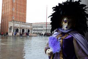 Venecia se llena de máscaras para celebrar el carnaval (Fotos)