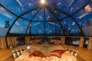 Iglús de cristal, la mejor manera de complacer a los turistas que quieren ver la Aurora Boreal