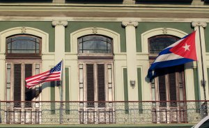 Exilio cubano en Miami critica ausencia de la disidencia en apertura de embajada