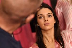 EN INSTAGRAM: Kendall Jenner se metió a bañar y click… ¡Se tomó foticos en el espejo!