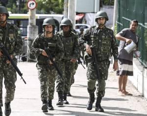 Bolsonaro autoriza envío de fuerzas armadas para combatir incendios en Amazonía
