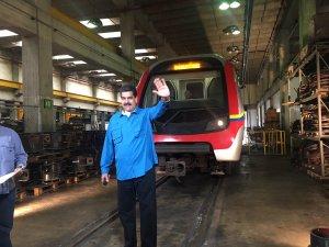 ¡La burla! Dentro de los escombros del Metro, Maduro publica insólito video