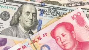 Dólar cae mientras se intensifica guerra comercial entre EEUU y China