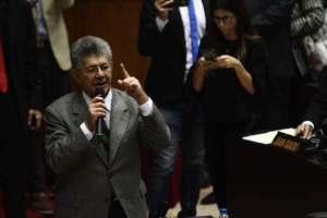 Ramos Allup: Si los militares le quitan el apoyo a Maduro, se cae de rabo y abre un hueco en el concreto (VIDEO)