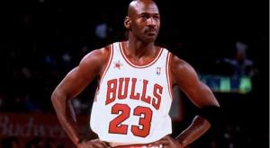 Canchas, piscina y bodega de vino: Así es la lujosa mansión de Michael Jordan por dentro (Fotos)