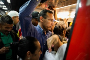 """VIDEO: El abarrotado Metro de Caracas en """"flexibilización"""", centro de cultivo ideal para el Covid-19"""