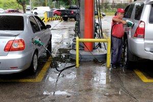Maduro sabe que vendrán chanchullos con la gasolina pero solo vigilará a los transportistas