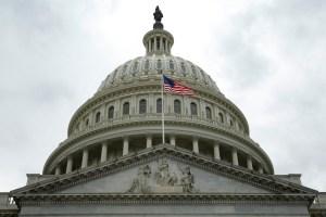 Detienen a un hombre por amenazar a congresistas demócratas de EEUU