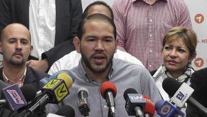 """""""En esta puerta rotatoria del terror cualquiera puede ser el próximo"""", dijo el diputado Quiñones"""