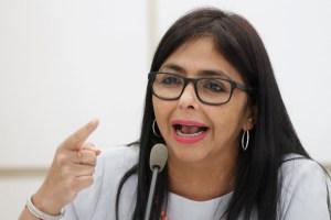 """El chiste del día: Delcy Eloína responsabiliza a """"la derecha"""" del incendio en galpones del Ivss"""