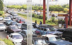 """En Zulia estudian aplicar el plan """"pico y placa"""" para surtido de combustible"""