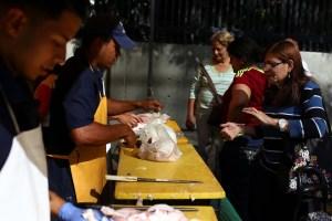 Guaros se equipan con pollo y carne para Navidad